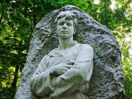 Какая женщина застрелилась на могиле Есенина